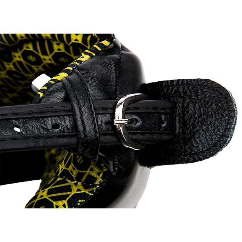 Фотография UFC Шлем с защитой щек на шнуровке 6
